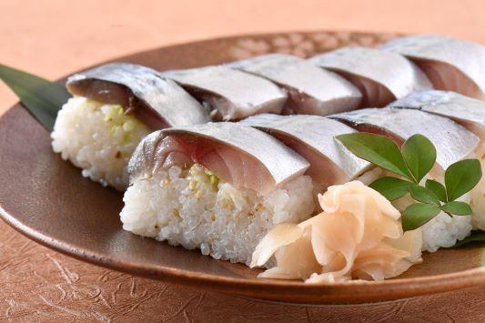 銀色に輝く究極の鯖寿司